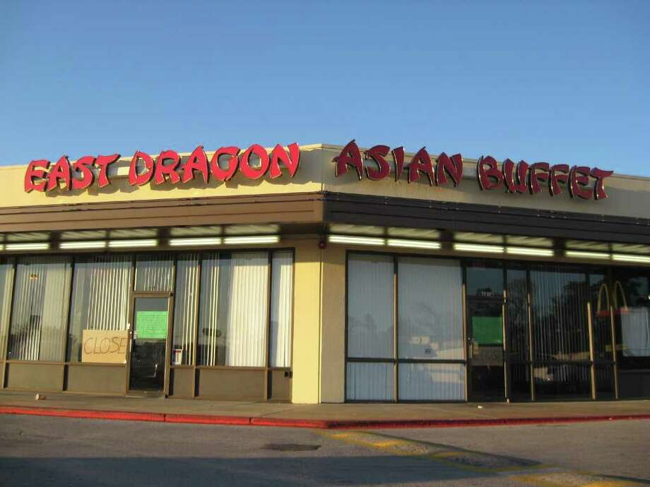 The East Dragon Asian Buffet on Phelan will soon be the home of a second Chaba Thai Cuisine, slated to open in early February. A note on the door of the former buffet urges East Dragon patrons to visit Golden Dragon Buffet at 6420 Eastex Freeway. Beth Rankin/The Enterprise