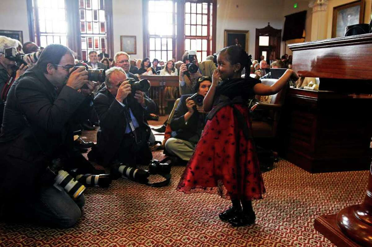 Photographers cluster around Taiyla Marie Williams, 5, of Trinity as her grandma, Rep. Senfronia Thompson, D-Houston, seconds the Straus nomination.