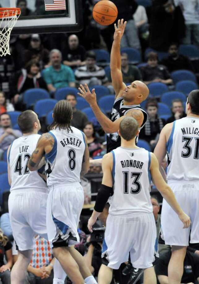 Minnesota Timberwolves' Kevin Love (42), Michael Beasley (8), Luke Ridnour (130 and Darko Milicic (31) of Serbia watch as San Antonio Spurs' Richard Jefferson shoots during the first half of an NBA basketball game Tuesday, Jan. 11, 2011, in Minneapolis. Photo: AP
