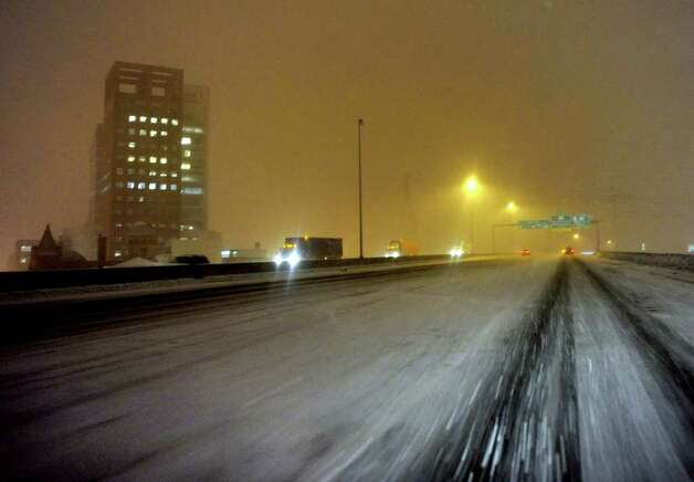 A view of downtown Bridgeport from the I 95 on ramp going north during the start of a major snowstorm on Tuesday evening January 11, 2011. Photo: Christian Abraham / Connecticut Post