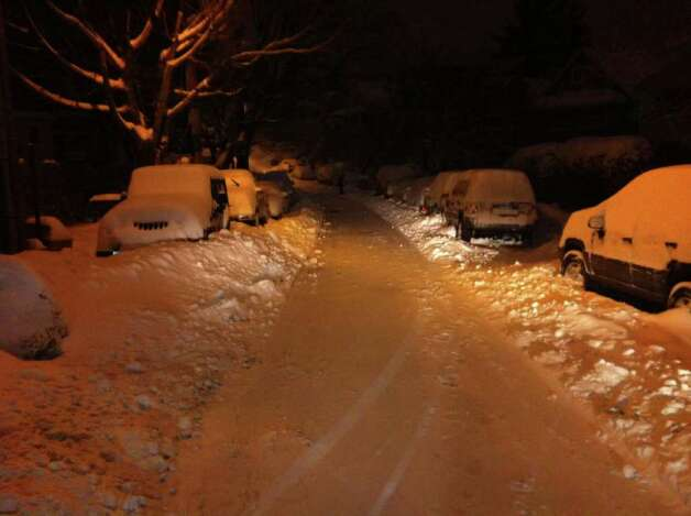 Snow covers cars on Puritan Lane in Stamford early on Wednesday, Jan. 12, 2011. Photo: John Nickerson / Stamford Advocate