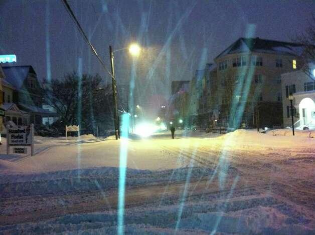 Snow falls on Bedford Street in Stamford on Wednesday morning, Jan. 12, 2011. Photo: John Nickerson / Stamford Advocate