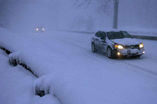 Snow on the Merritt Parkway in Stratford, Conn. Wednesday morning, Jan. 12th, 2011. Photo: Ned Gerard / Connecticut Post