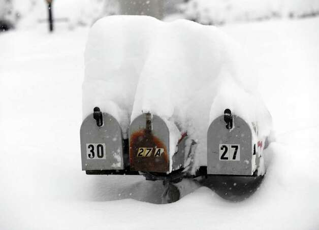 15 to 20 inches of snow reportedly fell on the Greater Danbury area Tuesday night into Wednesday, January 12, 2010. Photo: Carol Kaliff, Carol Kaliff / The News-Times