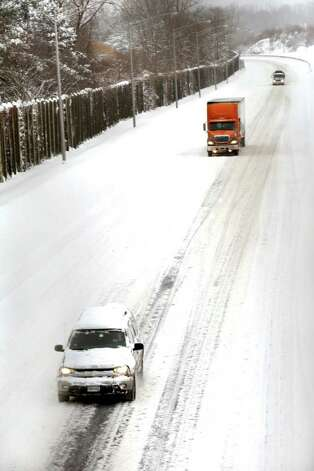 The morning rush hour traffic was light on I84 entering Danbury from New York State, Wednesday, Jan. 12, 2010. Photo: Michael Duffy / The News-Times