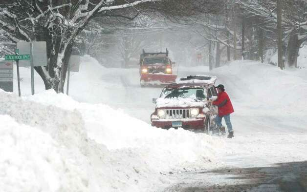 An unidentified man clears off his car at the corner of Stillson Road and Black Rock Turnpike in Fairfield, Conn. on Wednesday Jan. 12, 2011. Photo: Cathy Zuraw / Connecticut Post