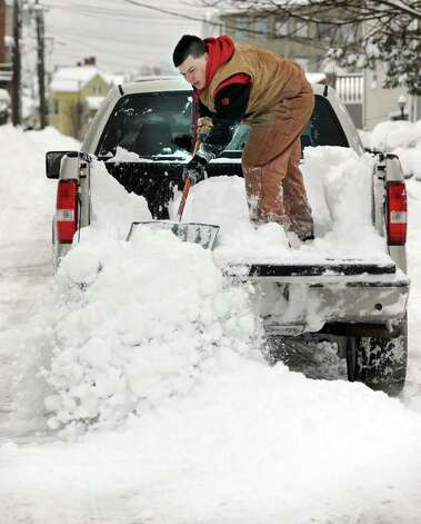 Ed Oliveira clears the snow out of the bed of his pick-up truck on Nichols Street in Danbury late Wednesday morning, January 12, 2011. Photo: Carol Kaliff / The News-Times