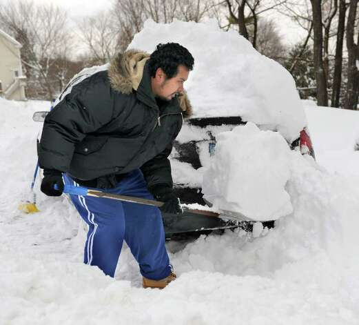 Phillip Sao digs out his car from the snow on Stadley Rough Road in Danbury Wednesday, January 12, 2011. Photo: Carol Kaliff / The News-Times