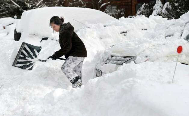 Andrea Galante digs her car out of the snow at the Shepherd Hill Condos in Danbury Wednesday, January 12, 2011. Photo: Carol Kaliff / The News-Times