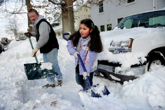 Richard Poole and his daughter, Alexis Sanchez Poole, 8, shovel out their car on West Washington Street in Norwalk on Wednesday, January 12, 2011. Photo: Lindsay Niegelberg / Connecticut Post