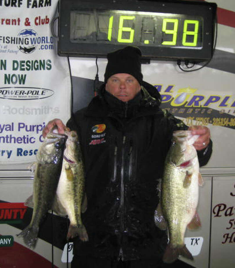 Keith Worthy championed the first Individual event for Anglers Quest 2011 with a 16.98 lb limit photo courtesy of Anglers Quest