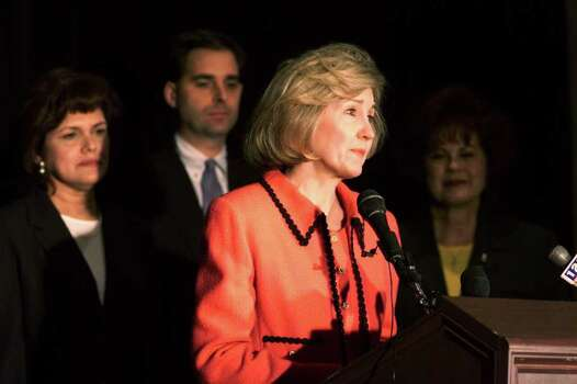 BUSINESS 11/16/99 U.S. Sen. Kay Bailey Hutchison address a press conference at Plaza San Antonio Hotel on Tuesday, Nov. 16, 1999. Fannie Mae announced a multi-million dollar committment to the Texas border region for affordable housing. In back are from left, Ninfa Moncada, Fannie Mae Border Region Partnership Ofice director, Phil Weber, Fannie Mae Senior Vice-President and Laredo Mayor Betty Flores. jerry lara/staff Photo: JERRY LARA / EN