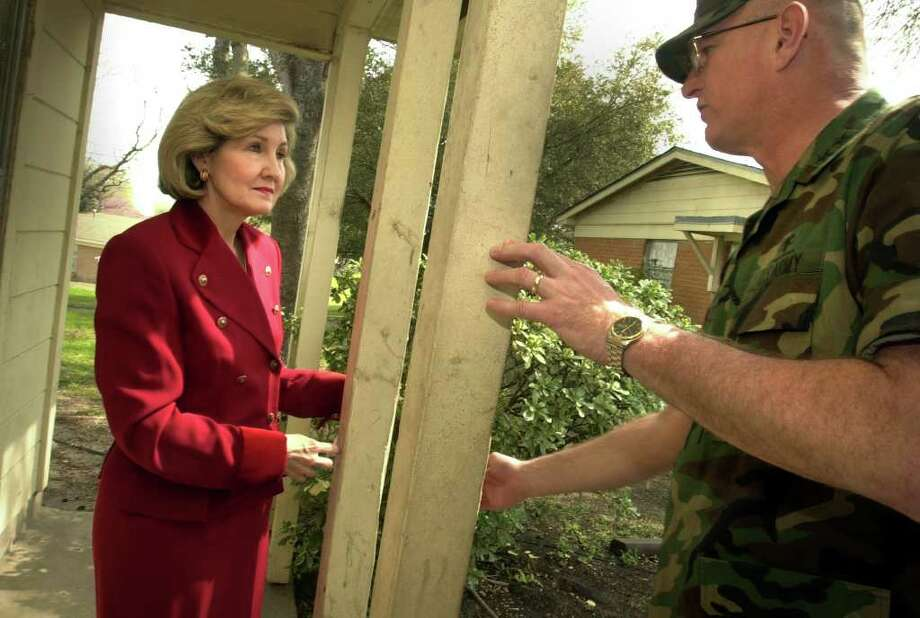 metro daily - Maj. Gen. Kevin Kiley of Ft. Sam Houston, right, explains to Senator kay Bailey Hutchison how some of the older military housing is in need of repair, including painting, Feb. 20, 2001.  photo Bob owen Photo: Bob Owen, En / en