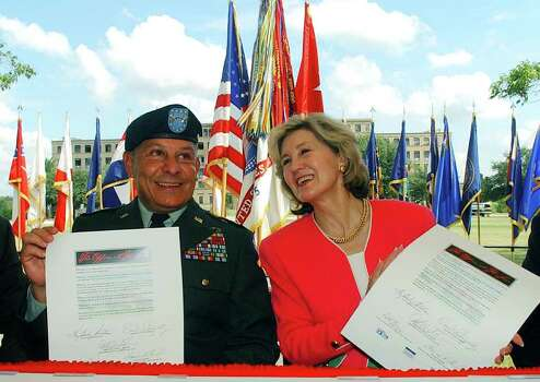 METRO BAMC LEASE 8/26/03 Maj. Gen. Alfred Valenzuela, left, and Sen. Kay Bailey Hutchison hold up their ceremonial leases in front of Old BAMC at Fort Sam Houston on Tuesday, August 26, 2003.  ( PHOTO BY JERRY LARA STAFF ) Photo: JERRY LARA, SAN ANTONIO EXPRESS-NEWS / SAN ANTONIO EXPRESS-NEWS