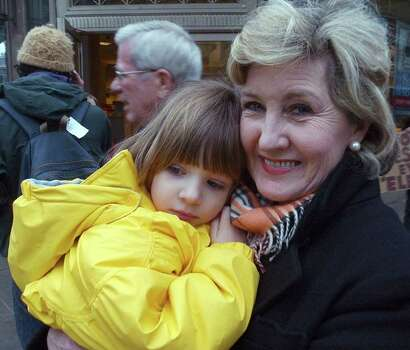 METRO   Senator Kay Bailey Hutchison walks with her daughter Bailey en route to see the Inaugural Parade in Washington Thrursday.   INAUGURAL SWEARING IN AT THE CAPITOL   TOM REEL/STAFF     JANUARY 20, 2005 Photo: TOM REEL, SAN ANTONIO EXPRESS-NEWS / SAN ANTONIIO EXPRESS-NEWS