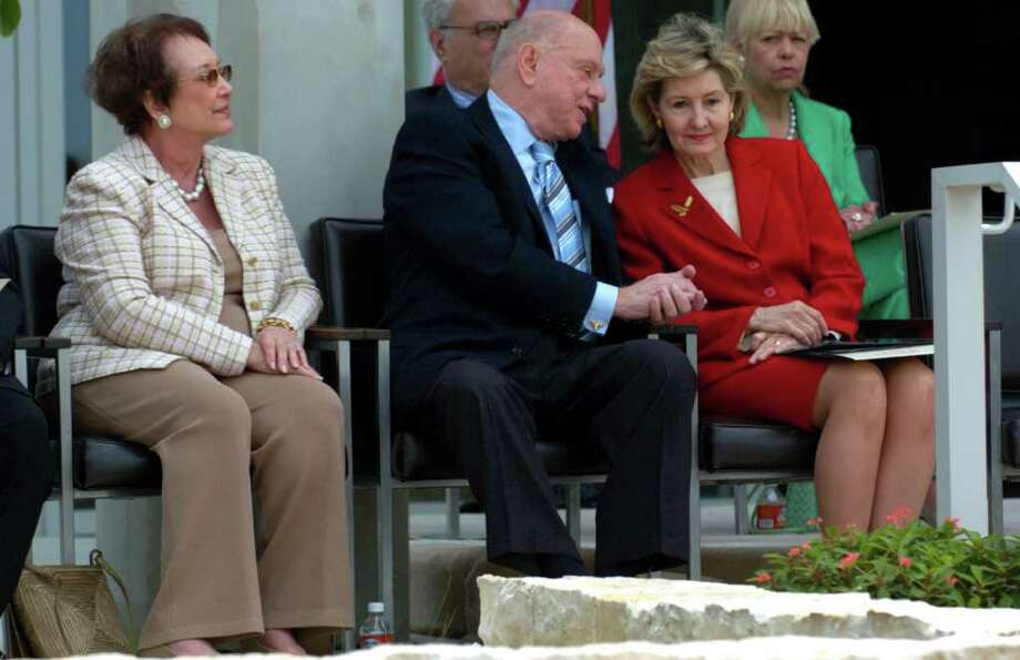 METRO: Sam Barshop (center) shares words with U.S. Senator Kay Bailey Hutchison during the dedication of the Sam and Ann Barshop Institute for Longevity and Aging Studies on Monday May 2, 2005. The institute was built with in collaboration with the University of Texas, the Southwest Foundation for Biomedical Research, and the South Texas Veterans Health Care System. On the left is Ann Barshop, wife of Sam Barshop. JOHN DAVENPORT / STAFF Photo: JOHN DAVENPORT, SAN ANTONIO EXPRESS-NEWS / SAN ANTONIO EXPRESS-NEWS
