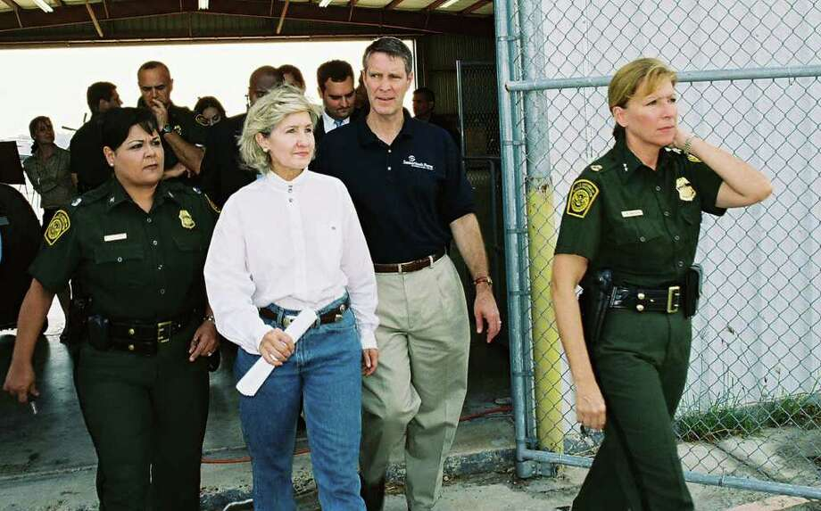 Senators Kay Bailey Hutchison and Bill Frist arrived at a Border Patrol hanger after taking an aerial tour of the Rio Grande led by Rio Grande Valley Sector Chief Lynne Underdown (right).   Mariano Castillo/STAFF Photo: Mariano Castillo, SAN ANTONIO EXPRESS-NEWS / SAN ANTONIO EXPRESS-NEWS