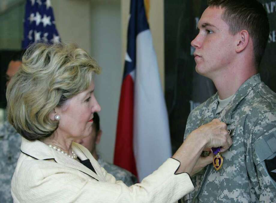 U.S. Sen. Kay Bailey Hutchison pins U.S. Army Private First Class Sonny Weldon with his Purple Heart during a ceremony at the Center for the Intrepid on Tuesday, Aug. 7, 2007. Weldon, of Tomball, Tx, received the award after being wounded in March 2007.  ( JERRY LARA STAFF ) Photo: JERRY LARA, SAN ANTONIO EXPRESS-NEWS / SAN ANTONIO EXPRESS-NEWS