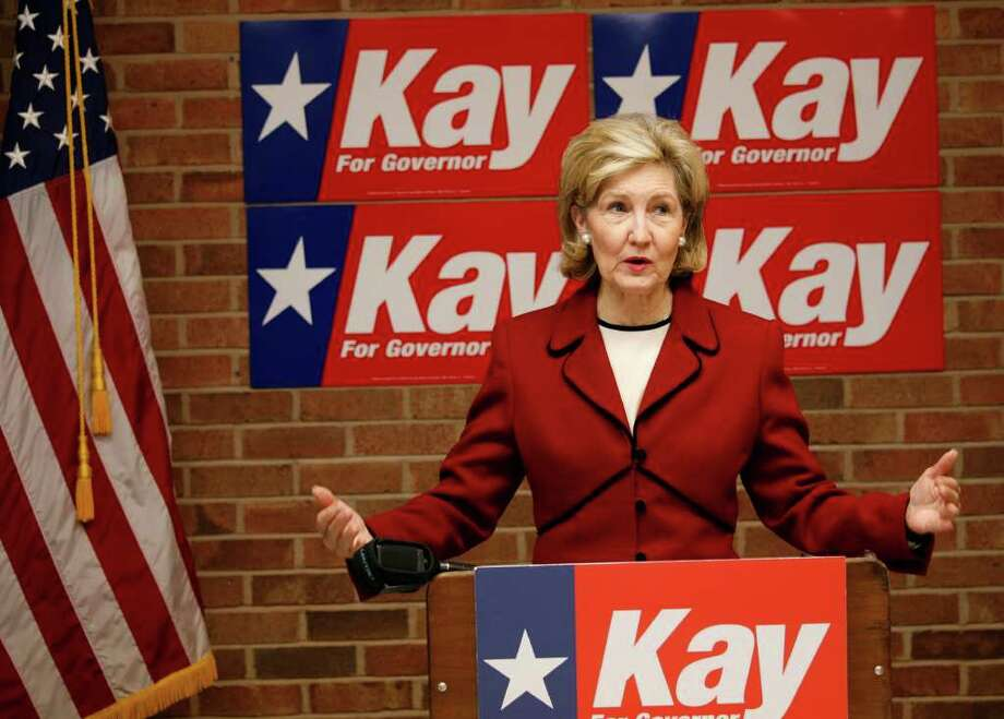 METRO; HUTCHISON JMS; 01/08/10; Senator and gubernatorial candidate Kay Bailey Hutchison opens her San Antonio campaign headquarters amid press and many supporters, Friday, January 8, 2010, in San Antonio. ( Photo J. Michael Short  ) Photo: J. MICHAEL SHORT, SPECIAL TO THE EXPRESS-NEWS / ©2010 J. MICHAEL SHORT