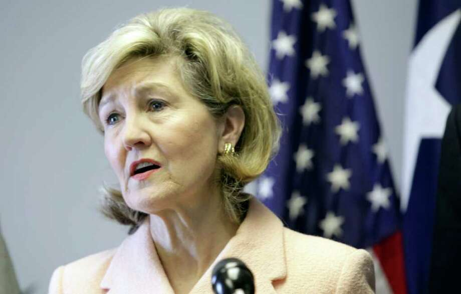 Metro daily - U.S. Senator Kay Bailey Hutchison announces that she will return to the U.S. Senate, Wednesday, March 31, 2010, in San Antonio, TX.   BOB OWEN/rowen@express-news.net Photo: BOB OWEN, SAN ANTONIO EXPRESS-NEWS / rowen@express-news.net
