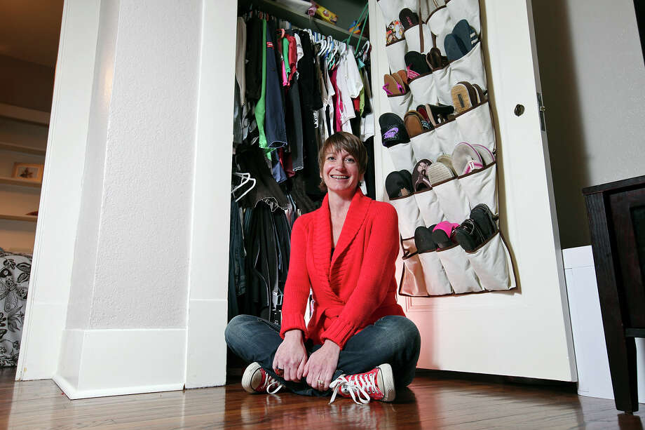 Professional organizer DaLona Niland helps clients organize their closets and prepare for moving day. Photo: By EDWARD A. ORNELAS/eaornelas@express-news.net