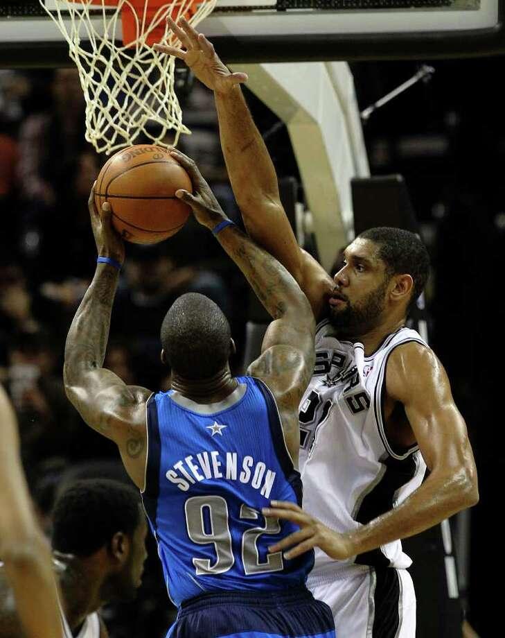 Spurs' Tim Duncan (right) defends the basket against Dallas Mavericks' DeShawn Stevenson (92) in the first half at the AT&T Center on Friday, Jan. 14, 2011.  Kin Man Hui/kmhui@express-news.net Photo: KIN MAN HUI, SAN ANTONIO EXPRESS-NEWS / San Antonio Express-News