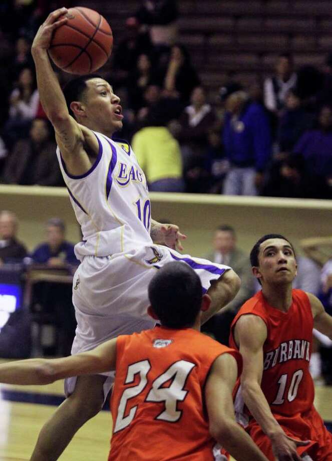 SPORTS   Brack's Craig Cardona splits a seam between Andrew Salazar (24) and Jason Ainsworth as Burbank plays Brackenridge at Alamo Convocation Center on January 14, 2011. Tom Reel/Staff Photo: TOM REEL, SAN ANTONIO EXPRESS-NEWS / © 2010 San Antonio Express-News