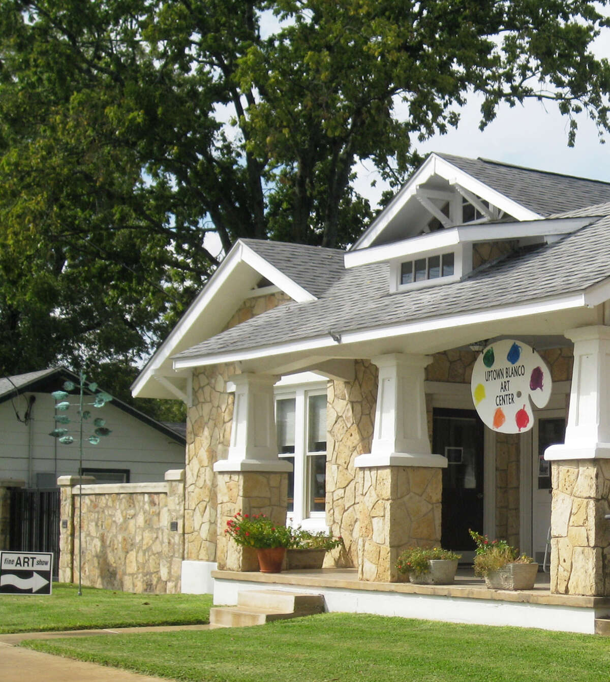 Uptown Art Center, housed in a historic home, offers art classes and is available for special occasions. Its Art Gallery exhibits works by Texas artists. KATHLEEN SCOTT / SPECIAL TO THE EXPRESS-NEWS