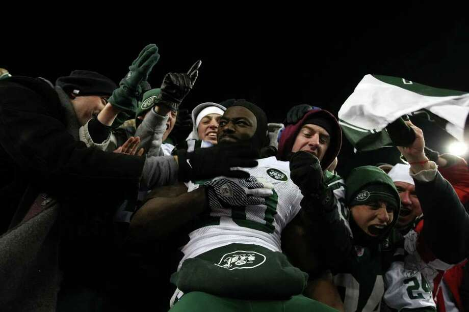 FOXBORO, MA - JANUARY 16:  Santonio Holmes #10 of the New York Jets celebrates with fans after the Jets defeated the Patriots 28 to 21 in their 2011 AFC divisional playoff game at Gillette Stadium on January 16, 2011 in Foxboro, Massachusetts.  (Photo by Al Bello/Getty Images) *** Local Caption *** Santonio Holmes Photo: Al Bello, Getty Images / 2011 Getty Images
