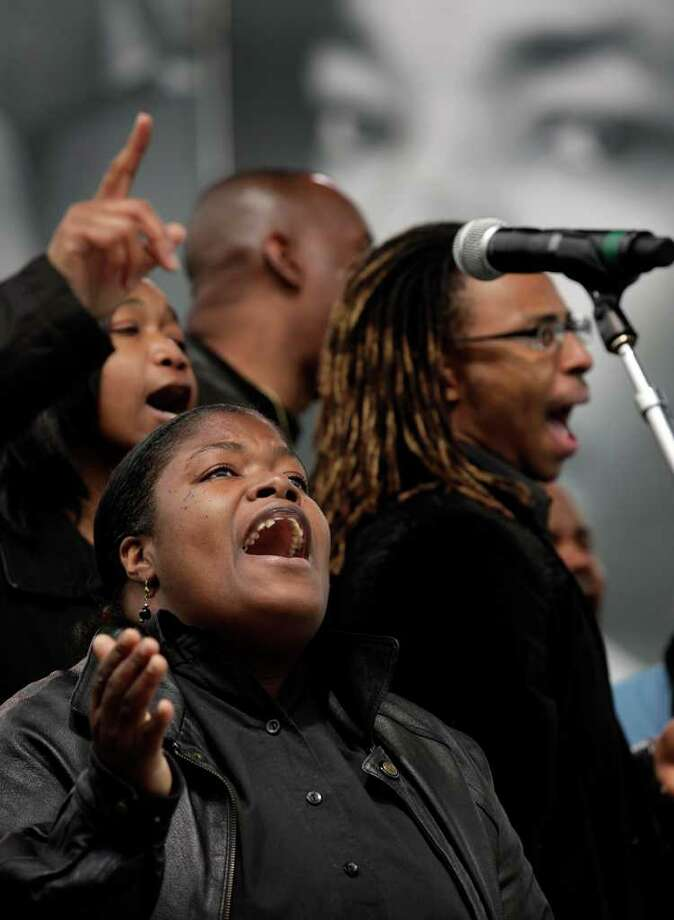 Members of the Childress Memorial COGIC Choir, Chandra Byrd, center, LaMonica Jones, left, and Michael Hillard sing gospel music at the Early Worship Program at Pittman Sullivan Park, Monday, Jan. 17, 2011. photo Bob Owen/rowen@express-news.net Photo: BOB OWEN, SAN ANTONIO EXPRESS-NEWS / SAN ANTONIO EXPRESS-NEWS