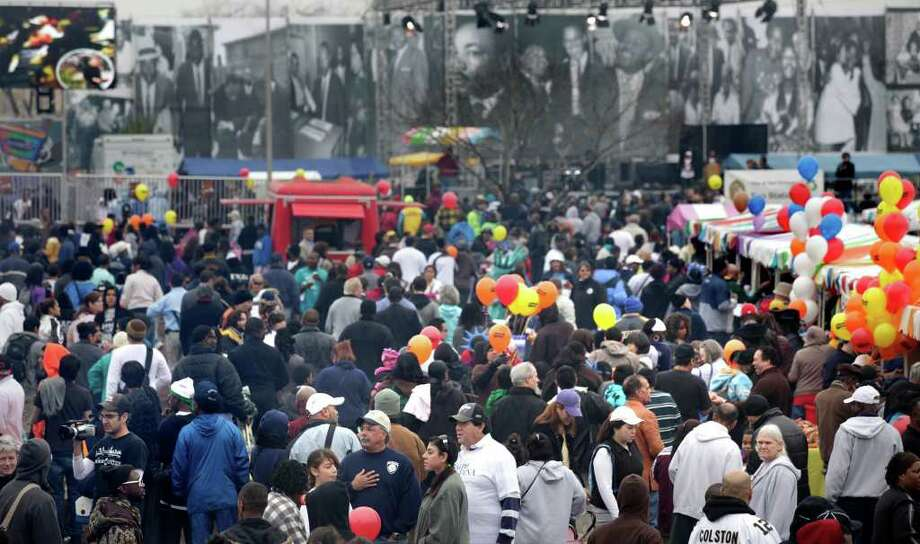 Metro daily - The crowd at Pittman Sullivan Park following the 24th City of San Antonio Martin Luther King. Jr. Commemorative March, Monday, Jan. 17, 2011. photo Bob Owen/rowen@express-news.net Photo: BOB OWEN, SAN ANTONIO EXPRESS-NEWS / SAN ANTONIO EXPRESS-NEWS