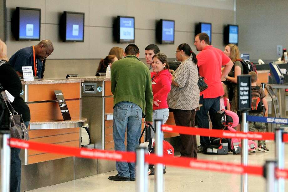 Airline passengers at San Antonio International Airport Terminal B on Wednesday, Nov. 24, 2010. KIN MAN HUI/kmhui@express-news.net