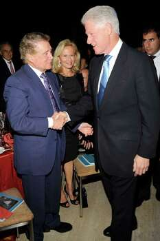 NEW YORK - SEPTEMBER 21: T.V. personality Regis Philbin (L), and former president Bill Clinton, attend the Exploring the Arts Gala at Cipriani, Wall Street on September 21, 2009 in New York City.  (Photo by Gary Gershoff/Getty Images for Exploring the Arts) *** Local Caption *** Regis Philbin;Bill Clinton Photo: Gary Gershoff, Getty Images For Exploring The A / 2009 Getty Images