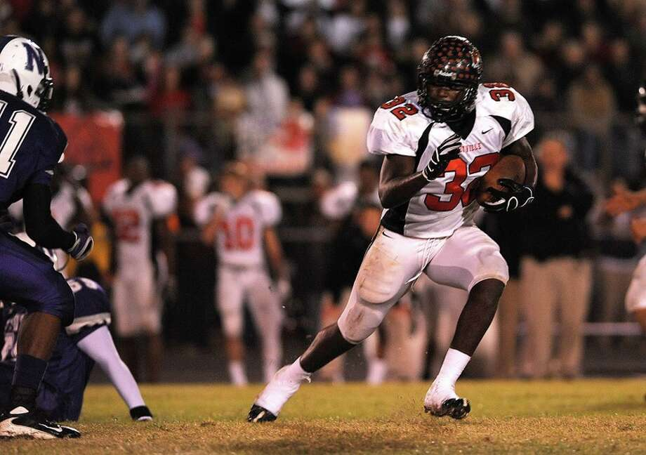 Kirbyville's Broderick Jackson runs against Kirbyville during a match up at the Eagle's stadium Friday night. Guiseppe Barranco/ Photo: THE ENTERPRISE