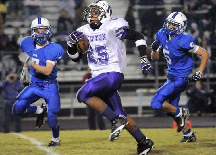 Newton's Jeremy Jackson runs for a touchdown against Buna at Lumberton High School in Lumberton, Fri