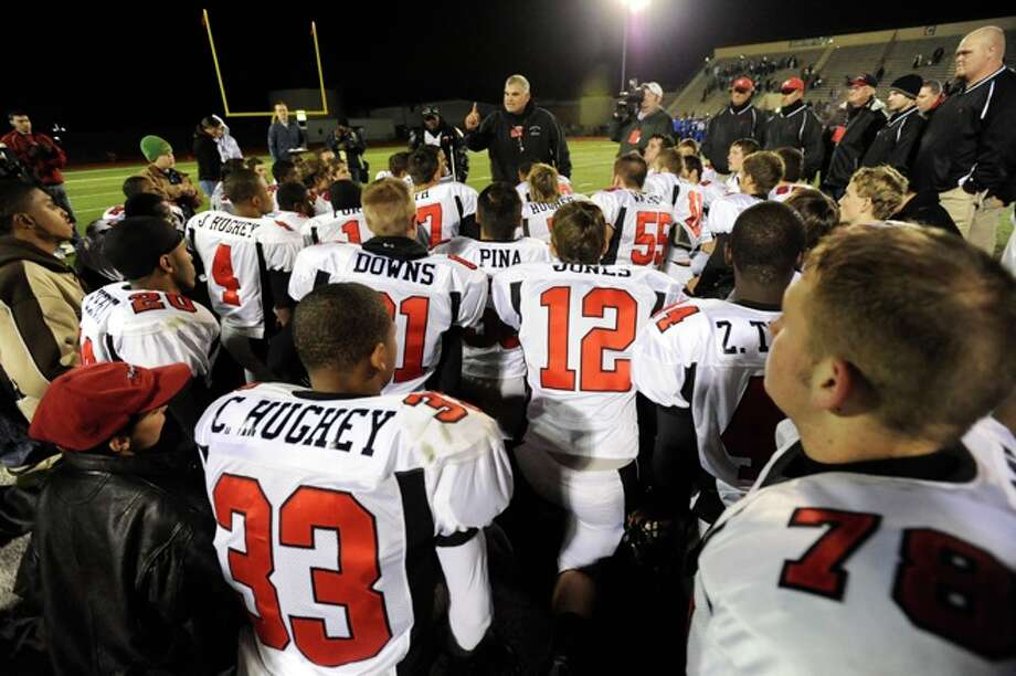 Kirbyville's  head Coach, Jack Alverez, congratulates his Wildcats on their victory over Rice Consolidated, 61-42, at Turner Field in Humble on Friday,  December 5, 2008. Photo: VALENTINO MAURICIO