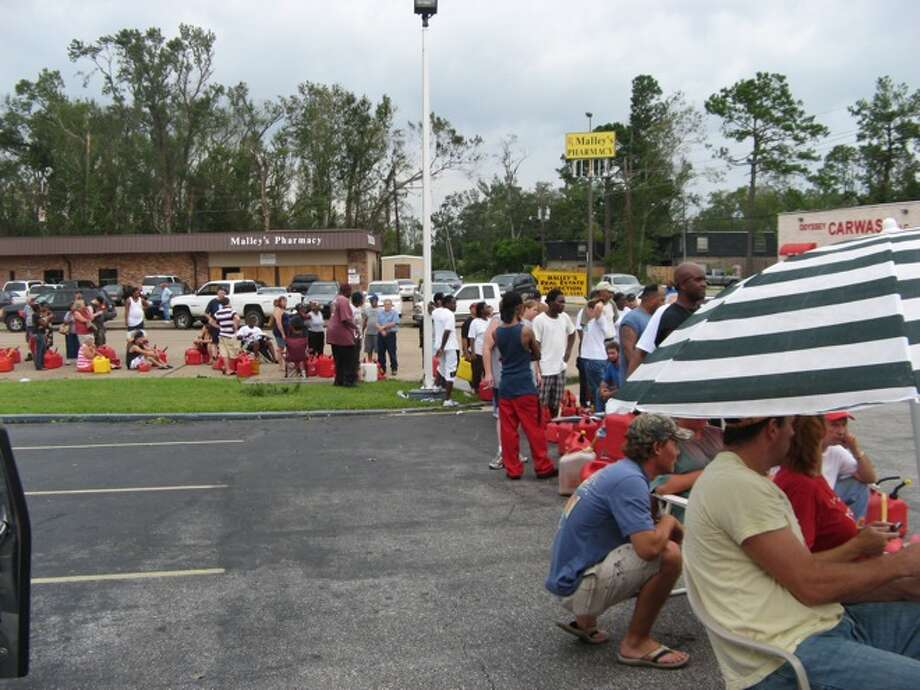 Hundreds of Southeast Texans line up to fill gas cans Sunday at Johnson's Shell on the west end of Beaumont. Ellen Simon/ Photo: THE ENTERPRISE