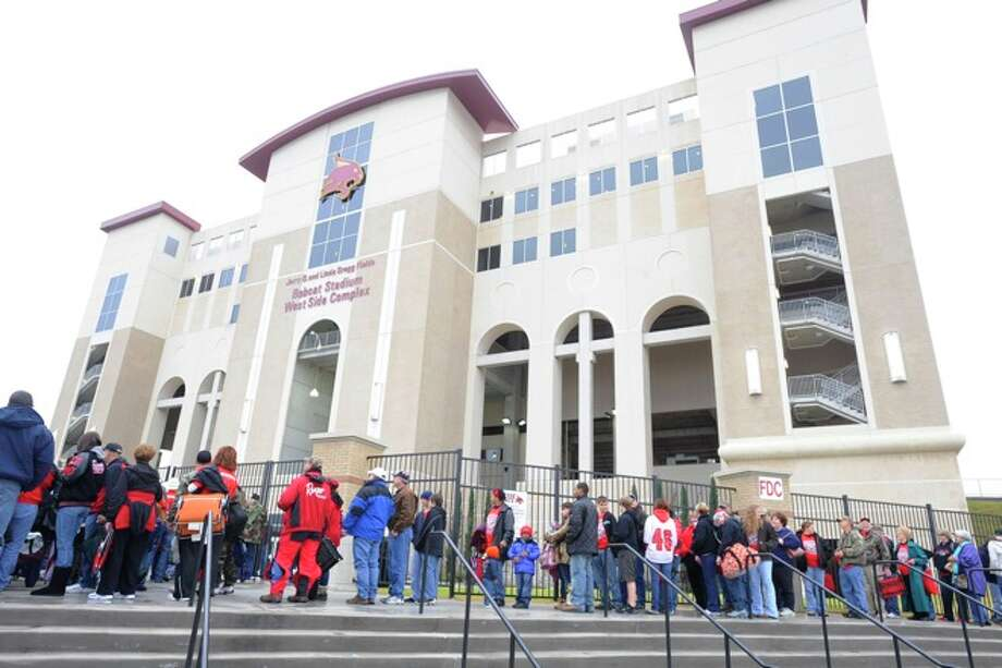 Kirbyville fans wait to enter Bobcat Stadium for the Wildcats Class 2A Division I title game against Pilot Point at Texas State University in San Marcos. Saturday, December 12, 2009. Photo: VALENTINO MAURICIO