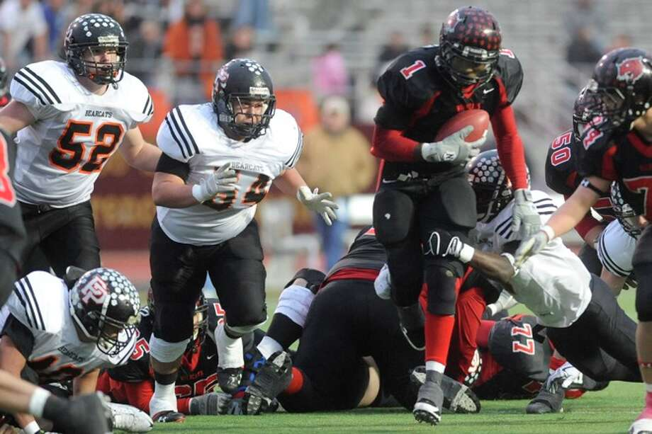 Kirbyville running back LeFredrick Ford rushes in the second half against Pilot Point in Class 2A Division I State Championship action in Bobcat Stadium at Texas State University in San Marcos. Saturday, December 12, 2009. Photo: VALENTINO MAURICIO
