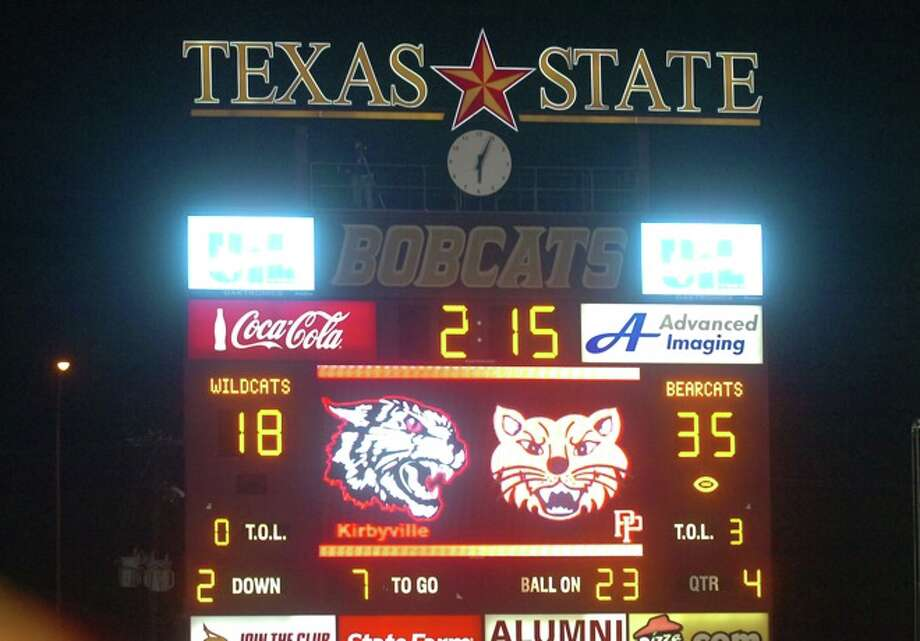 In the fourth quarter, Kirbyville is down  17 points with Pilot Point leading 35-18 in the Class 2A Division I title game at Texas State University in San Marcos. Saturday, December 12, 2009. Photo: VALENTINO MAURICIO