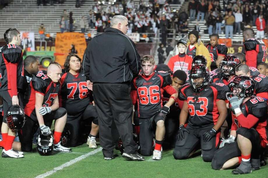 Kirbyville head coach Jack Alvarez, center, talks with his players after a difficulst 35-18 loss to Pilot Point in the Class 2A Division I title game at Texas State University in San Marcos. Saturday, December 12, 2009. Photo: VALENTINO MAURICIO