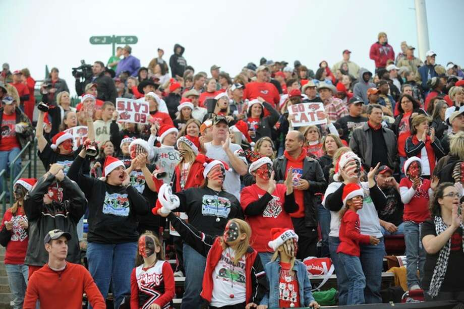 Kirbyville Wildcats fans cheer on their team as they enter Gopher Stadium in Grand Prairie to take on the Muleshoe Mules for the 2A Division 1 State Championship on Saturday, December 13, 2008. Photo: VALENTINO MAURICIO