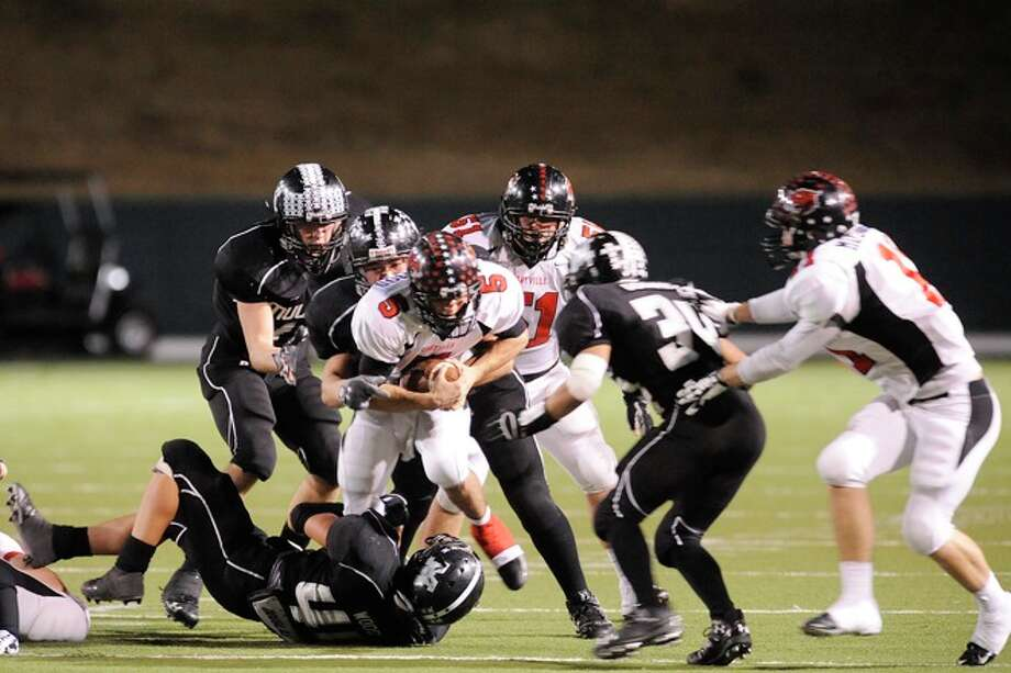 Kirbyville Wildcats quarterback, Aaron Hazelwood, is brought down by the Muleshoe defense in the second half of their 2A Division 1 State Championship on Saturday, December 13, 2008. Photo: VALENTINO MAURICIO