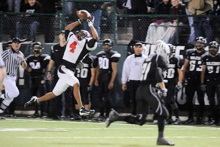 Wildcats wide receiver, Josh Hughey goes up for a catch and long yardage in the third quarter  against the Muleshoe Mules for the 2A Division 1 State Championship on Saturday, December 13, 2008. Photo: VALENTINO MAURICIO