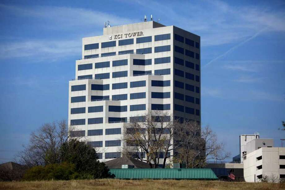 Kinetic Concepts Inc., a medical device maker, alleges elevator malfunctions in the KCI Tower have disrupted its business operations. Photo: LISA KRANTZ, SAN ANTONIO EXPRESS-NEWS / SAN ANTONIO EXPRESS-NEWS