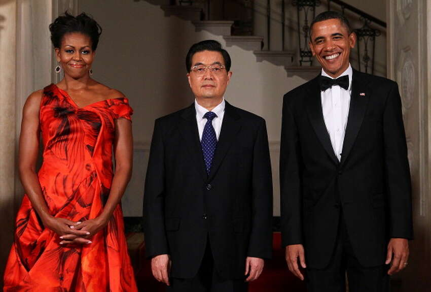 WASHINGTON, DC - JANUARY 19: U.S. President Barack Obama (R) and first lady Michelle Obama (L) pose for the official photo with Chinese President Hu Jintao at the Grand Staircase of the White House January 19, 2011 in Washington, DC. Obama is hosting a state dinner for Hu this evening. (Photo by Alex Wong/Getty Images)