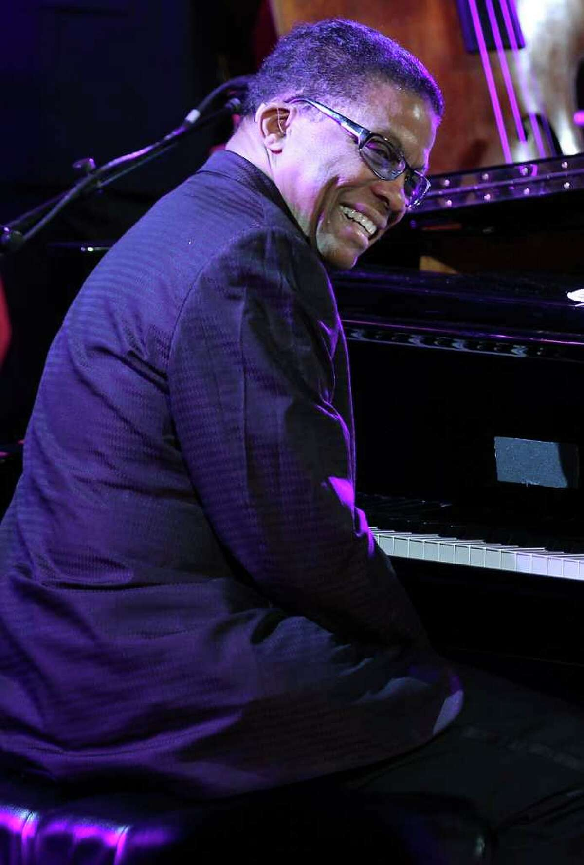 WASHINGTON, DC - JANUARY 19: Musician Herbie Hancock performs during a state dinner reception hosted by U.S. President Barack Obama for Chinese President Hu Jintao at the East Room of the White House January 19, 2011 in Washington, DC. Obama hosted a state dinner for Hu's state visit to the United States this evening. (Photo by Alex Wong/Getty Images) *** Local Caption *** Herbie Hancock