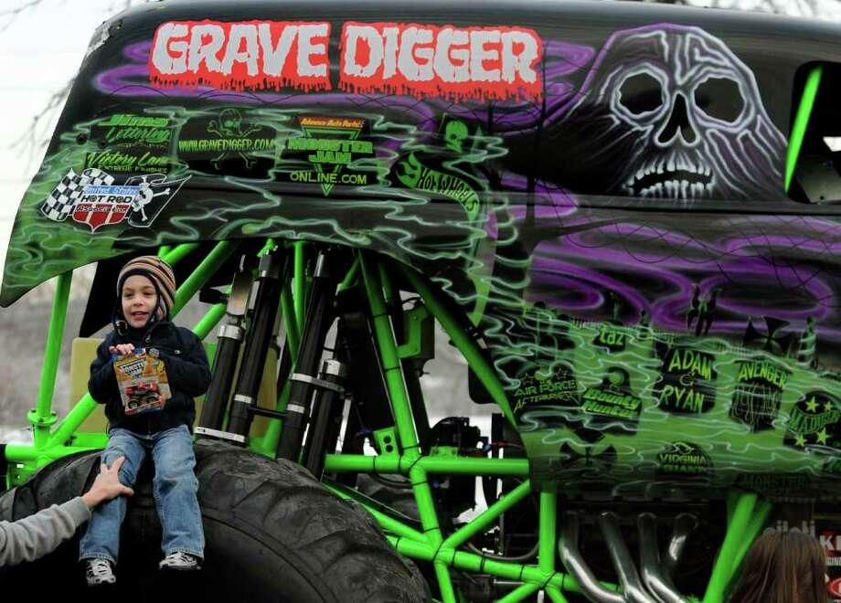 Monster truck Grave Digger visits Watervliet - Houston ...