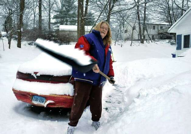 Barbara Fleckenstein digs out her car in Danbury, Friday, Jan. 21, 2010. Photo: Michael Duffy / The News-Times