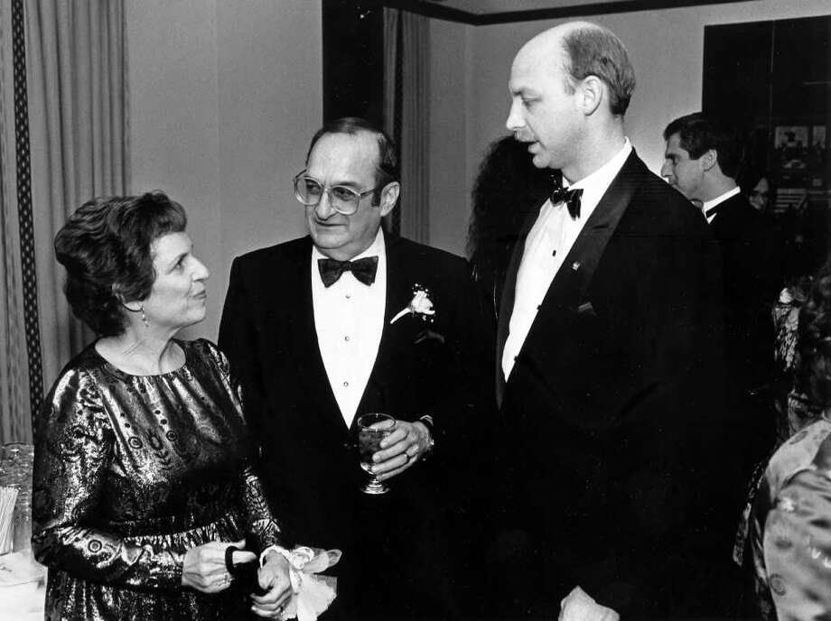 Jan. 26, 1986: Mrs. Edye Paymer and her husband Marvin Paymer, who was the guest speaker at the Stamford Chamber Orchestra's pre-performance cocktail party, talks with Bob Bodman. Marvin Paymer was the associate director of the Pergolesi Research Center of the City University of New York. Photo: File Photo / Stamford Advocate File Photo